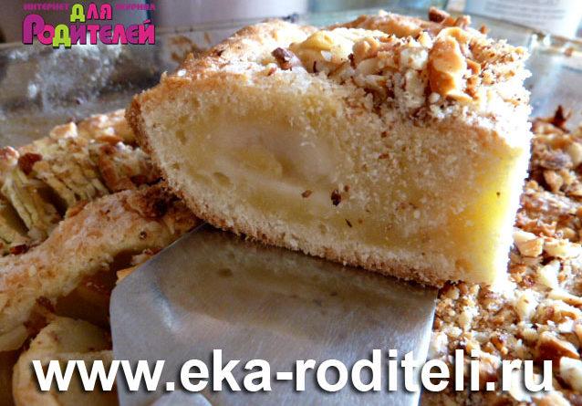 Яблочный пирог с сахарно-миндальной посыпкой